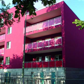 Fassadenansicht des Wohnblocks